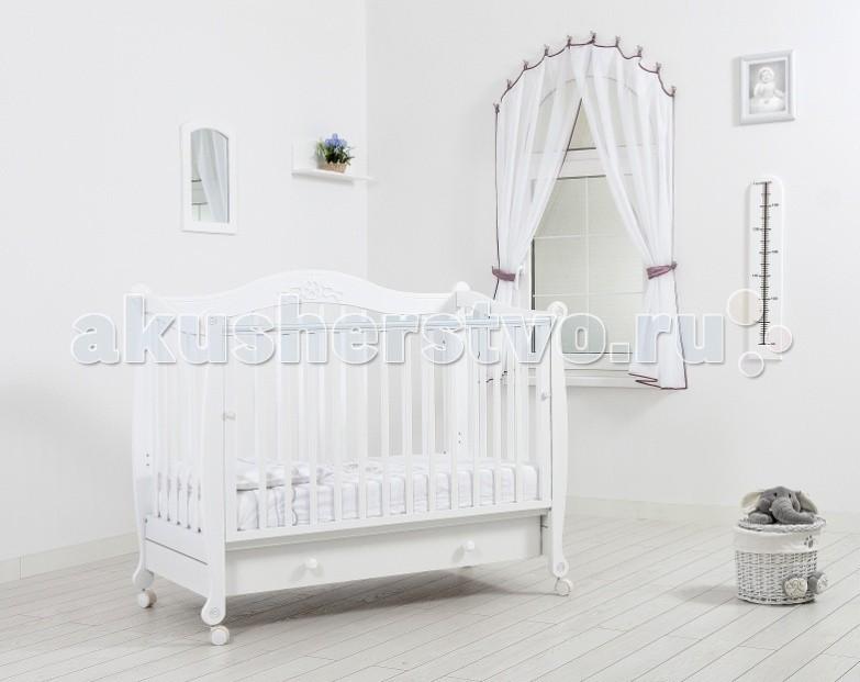 Детская кроватка Гандылян МоникаМоникаДетская кроватка Гандылян Моника станет замечательным спальным местом Вашего для малыша.   Кроватка изготовлена из массива бука, идеально подходящего для детской мебели. Кроватка на съёмных колесиках, что позволяет легко перемещать кроватку по комнате.   Особенности: Уникальный механизм опускаемой боковины в 2 положениях с фиксатором  Удобный, вместительный выдвижной ящик для белья  Два уровня ложе  Силиконовые накладки  Опора на 4-х снимающихся колёсах  Отсутствие острых углов и деталей<br>