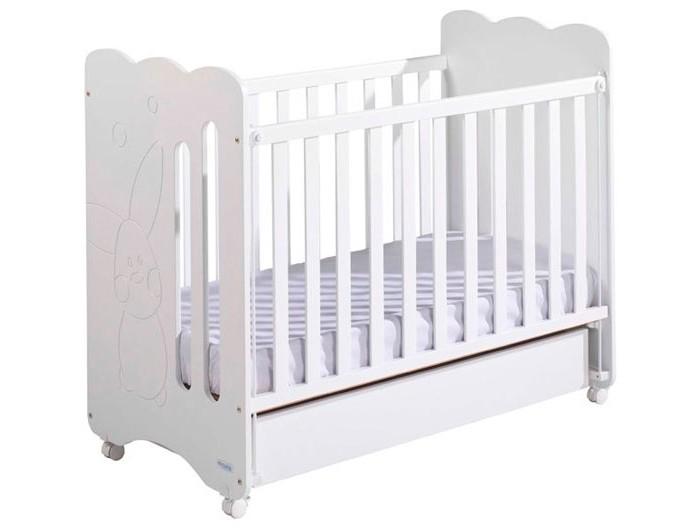 Детская кроватка Micuna Copito 120х60Copito 120х60Детская кроватка Micuna Copito 120х60 замечательно впишется в интерьер детской комнаты, кроватка веселая и очень красивая.  Кроватки испанской компании Micuna изготавливаются в Валенсии из экологически чистых материалов. В первую очередь, это бук – традиционное дерево для мебели и музыкальных инструментов. Элементы из МДФ – материала, созданного без применения эпоксидных смол и фенола на основе природного полимера лигнина, дополняют конструкцию. Краски и лак, которыми покрывают кроватки, приготовлены из натуральных компонентов и не создают вредных испарений.  Особенности: бортик кроватки опускается  ложе регулируется по высоте – 2 позиции  посредством снятия бортика кроватка легко превращается в диванчик  материал: бук, МДФ  в комплект не входит ящик для кровати, но его можно заказать дополнительно<br>