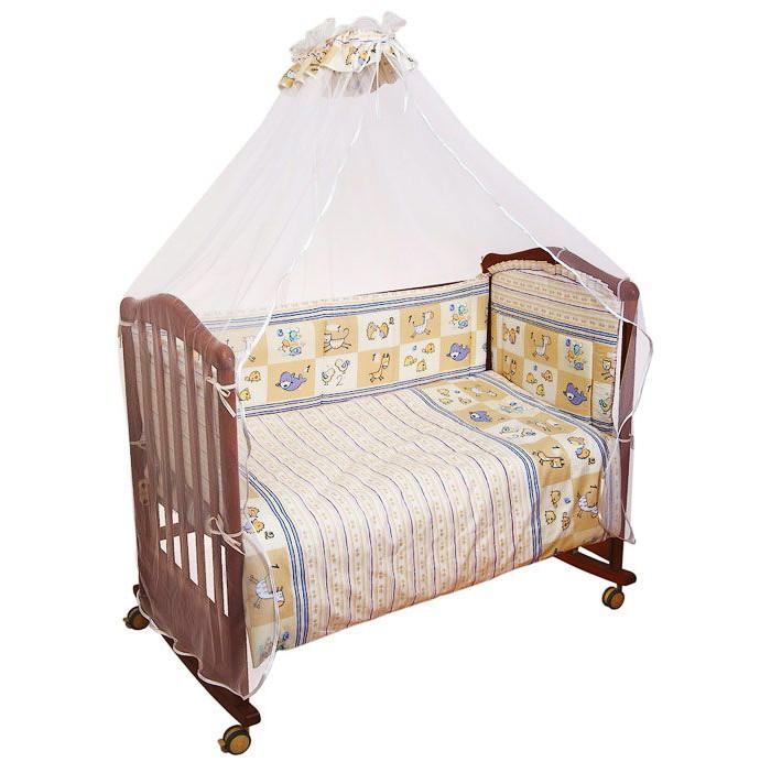 Комплект в кроватку Сонный гномик Считалочка (7 предметов)Считалочка (7 предметов)Кроватка Вашего малыша будет неотразимой и очень уютной. Ведь в комплект входит все необходимое для крепкого и безопасного сна малыша.  Особенности: состав ткани: самая нежная бязь, 100% хлопок безупречной выделки ткань с забавным рисунком деликатные швы, рассчитанные на прикосновение к нежной коже ребёнка бельё сертифицировано, полностью безопасно и гипоаллергенно высокий бортик на весь периметр кроватки наполнитель бортика Холлкон плотностью 300 наполнитель одеяла и подушки Файберпласт большой балдахин из тончайшей сетки выпускается в размере 120х60 см  Комплект состоит из: 4,5 метрового балдахина бортика из 4х частей высотой 35см на весь периметр кроватки одеяла (размер 110х140 см) пододеяльника подушки (размер 40х60 см) наволочки простыни (размер 100х140 см)<br>
