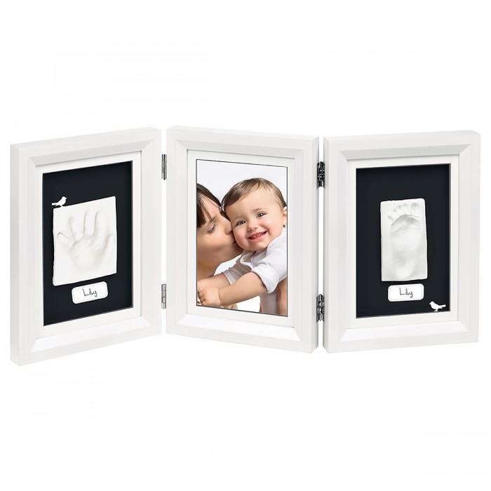 Baby Art Набор Рамочка тройнаяНабор Рамочка тройнаяТройная рамочка с отпечатком Double Print Frame от компании Baby Art - это особый подход к созданию очаровательного подарка на память для этого особого периода жизни, с фотографией и обоими отпечатками ручки и ножки Вашего ребенка.   Материал: полимерная масса, деревянная рамка Размер рамки: 22 x 18 x 1 см<br>