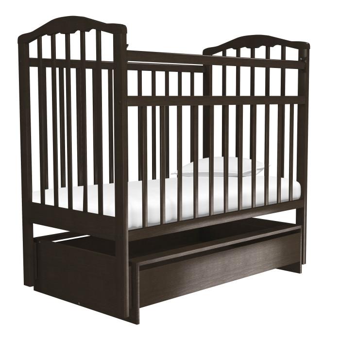 Детская кроватка Агат Золушка-4 маятник поперечный с ящикомЗолушка-4 маятник поперечный с ящикомДетская кроватка Агат Золушка-4 маятник поперечный с ящиком  Данная кроватка имеет Европейский дизайн, изготовлена полностью из массива березы, покрыта абсолютно нетоксичными и безвредными для здоровья детей лаками, имеет очень нарядную форму спинок.  Рекомендована для детей от 0 до 4 лет. Детская кроватка с функцией маятника поперечного качения. Европейский дизайн. 2 уровня положения матраса. Оптимальное расстояние между рейками. Боковая автостенка, впоследствии снимается, превращая кроватку в уютный диванчик. Нарядная форма спинок. Вместительный выдвижной ящик для хранения белья и мелочей.  Особенности: Материал: массив берёзы. Покрытие: нетоксичный и безвредный для здоровья малыша лак.  Размеры: Размеры кровати: 67х127 см Размеры спального места: 60х120 см<br>