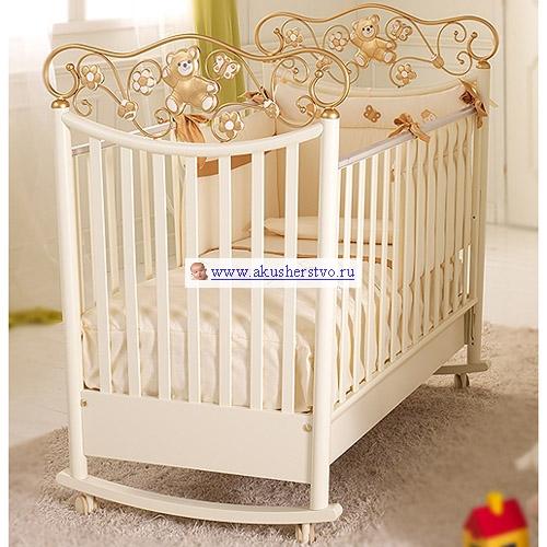 Детская кроватка Baby Expert PerlaPerlaДетская кроватка Baby Expert Perla  - элитная детская кроватка.  Особенности кроватки: изготовлена из экологически чистых материалов  декоративный элемент: керамика ручной работы, ковка  старинная оригинальная технология с использованием цветной глины  покрашена краской на водной основе (путём растворения смол в воде, а не в химических веществах)  каркас кроватки сделан из цельной древесины (бук)  ножки кроватки оборудованы резиновыми съёмными колёсиками  кроватка фиксируется на месте специальными тормозами  к кроватке прилагаются полозья-качалки как опция для того, чтобы ребёнка было удобно укачивать  борта кроватки легко регулируются по высоте и их можно поднимать и опускать одной рукой  монтаж кроватки очень прост за счет Easy Fix, системы упрощенного монтажа без применения инструментов  кроватка снабжена специальным ящиком для белья, расположенным в основании кроватки  ящик оснащен металлическими направляющими с лёгким скольжением и блокировкой во избежание невольного выпадения ящика  края кроватки покрыты нетоксичными оболочками, которые гарантируют максимальную безопасность ребенку в случае соприкосновения со ртом, и в то же время защищают кроватку от царапин  края раздвижные и выше 60 см, как предусмотрено европейскими нормативными требованиями  расстояние между планками составляет от 4 до 7 см для того, чтобы не позволять ребенку застревать между ними ногами, руками или головой  расстояние между боковыми краями и сеткой меньше 2,5 см, чтобы не позволять ребенку вставлять ножку  сетка днища кроватки сделана в соответствии с европейскими нормативными требованиями, с планками из букового дерева  сетка гарантирует ребенку правильное положение и соответствующую опору для позвоночника во время сна  все декоративные элементы кроватки выполнены из экологически чистых и безопасных материалов<br>