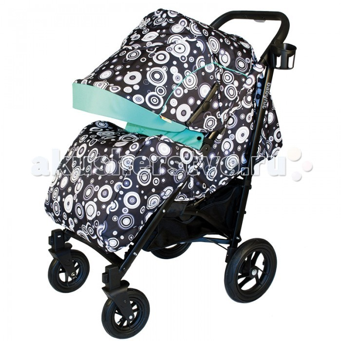 Прогулочная коляска BabyHit DriveDriveПрогулочная коляска BabyHit Drive проста в управлении и настолько компактная, что поместится даже в небольшом помещении. Отлично укомплектованная, она привлекает своей легкостью и функциональностью.   Удобное и просторное сидение позволит крохе с комфортом разместиться внутри даже в объемной зимней одежде. Дождевик убережет малютку от непогоды, полностью защитив от дождя, а возможность раскладывать спинку до горизонтального положения позволит крохе спать на прогулках.  Особенности: Механизм складывания книжка Капюшон-батискаф  Надувные колеса Регулируемый наклон спинки Горизонтальное положение спинки Регулировка высоты подножки 5 точечная система ремней безопасности Тормозная система Поворотные передние колеса с фиксаторами.   Уважаемые покупатели! В настоящее время коляска в Лазурной расцветке продается родительские ручки управления по типу рожки. В расцветках Черно-Зеленый и Цветы со сплошной ручкой управления. В Фиолетовой расцветке имеются коляски 2-х видов (сплошная ручка управления и с рожками).<br>