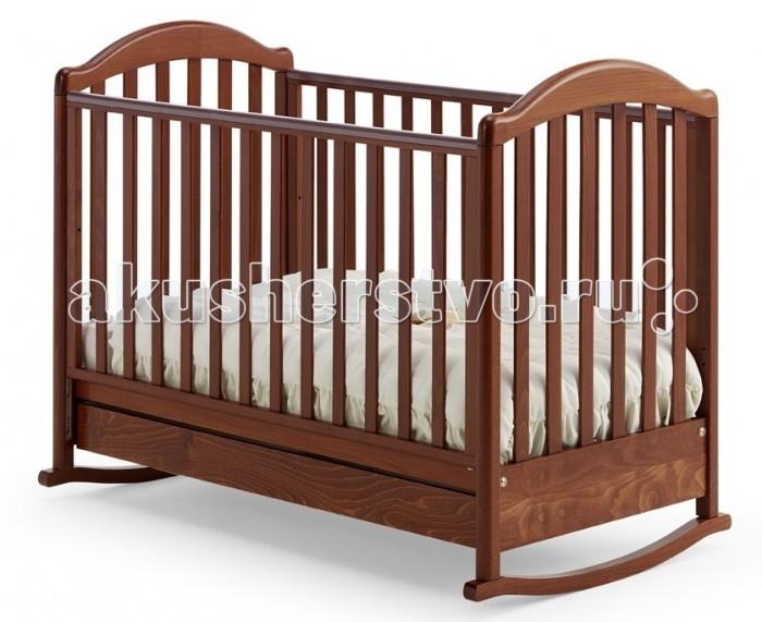 Детская кроватка Baby Italia Euro качалкаEuro качалкаДетская кроватка Baby Italia Euro качалка классического дизайна с легкостью впишется в любой интерьер.   Благодаря прочным материалам и новейшим технологиям производства кроватка превосходно впишется в любой интерьер детской комнаты и прослужит вам долгие годы. Плавные очертания вкупе с отсутствием острых углов в конструкции кроватки уберегут вашего ребенка от ушибов и ссадин. А ручки и ножки не попадут в промежуток между рейками боковин, благодаря продуманному размеру промежутков.   Основание не просто сделает сон малыша комфортным, но и поможет в формировании правильного строения позвоночника малыша с самого начала его жизни. Внизу кроватки находится выдвижной ящик для белья. Малыш легко будет засыпать под размеренное качание кроватки, когда же время качаний пройдет, на полозья можно поставить колесики для простого перемещения кроватки.  Основные характеристики кроватки-качалки Baby Italia Euro: изготовлена из массива бука  покрытие  нетоксичный лак  опускающаяся боковая стенка кроватки  силиконовые накладки на боковую стенку  два уровня положения дна  самоцентрирующиеся колесики  колеса с прорезиненным покрытием<br>