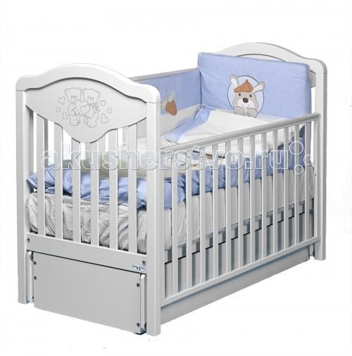 Детская кроватка Baby Italia Gioco Lux cо стразами маятникGioco Lux cо стразами маятникДетская кроватка Baby Italia Gioco Lux cо стразами с маятниковым механизмом продольного качания. Плавное покачивание успокоит малыша и откроет ему мир чудесных сновидений.   Кроватка имеет регулируемые боковины, одна из которых снимается и два уровня высоты ложа, что очень удобно для ухода за малышом. Выдвижной ящик куда вы можете сложить смену белья или игрушки так же нельзя назвать бесполезным атрибутом.   Основной материал кроватки – древесина бука, покрытие – нетоксичные лакокрасочные материалы, которые не выделяют вредные испарения. Основание – залог здоровой осанки вашего малыша в будущем. В целом кроватка хоть и выглядит достаточно просто, однако украшенная стразами Сваровски приобретает особый шарм и необычные черты дизайна.  Особенности Gioco LUX маятник cо стразами: Декор с кристаллами Swarovsky  Опускающаяся боковинка (автостенка) Высота ложе кроватки Baby Italia Gioco LUX - 2 положение  Маятниковый механизм продольного качания  Выдвигающийся ящик на полозьях  4 бесшумных колеса, 2 из них оснащены стопорами  Благодаря прорезиненному покрытию колеса не испортят пол  Элегантный итальянский дизайн  При снятии одной боковой стенки кроватка превращается в уютный диванчик для ребенка<br>