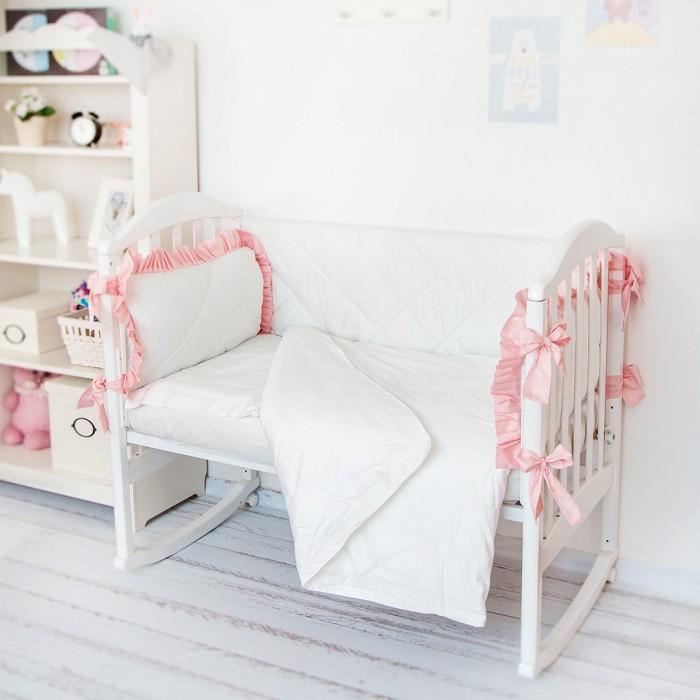 Комплект в кроватку Baby Nice (ОТК) Luxury H0713 (4 предмета)Luxury H0713 (4 предмета)Комплект в кроватку Baby Nice Luxury H0713 (4 предмета) идеально подойдет для кроватки вашего малыша и обеспечит ему здоровый сон.   Особенности: Изготовлен из натурального 100% хлопка (сатин), дарящего малышу непревзойденную мягкость.  Натуральный материал не раздражает даже самую нежную и чувствительную кожу ребенка, обеспечивая ему наибольший комфорт.  Приятный рисунок комплекта, несомненно, понравится малышу и привлечет его внимание.  Бельё не деформируется, цвет не выстирывается. На постельном белье Baby Nice ваша кроха будет спать здоровым и крепким сном. В комплекте: простынь на резинке наволочка 40х60 см пододеяльник 112х147 см борт (2 подушки 60х35 см, 2 стеганых бортика)<br>