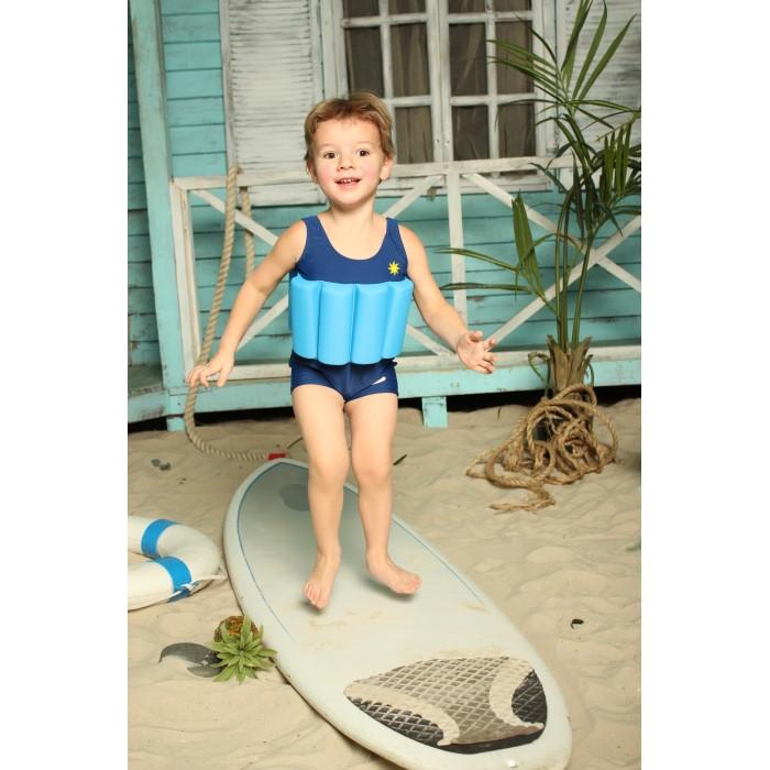 Baby Swimmer Детский купальный костюм СолнышкоДетский купальный костюм СолнышкоBaby Swimmer Детский купальный костюм Солнышко  Детский купальник с поплавками от Baby Swimmer подойдет для быстрого и безопасного обучения детей плаванию. В отличие от обычных плавательных средств, купальник надевается полностью и остается на ребенке весь период, пока он находится возле водоема или бассейна. В нем Вам не придется намазывать малыша кремом от загара полностью, потому, что тело будет прикрыто от солнца и ветра.  Во время обучения плаванью некоторые из вставок можно вынимать, чтобы малыш постепенно приучался самостоятельно держаться на плаву, а вот с другими плавательными средствами такой постепенный переход невозможен.  Ассортимент детских купальников Baby swimmer отличается разнообразием дизайна и расцветок. Его нижняя часть может быть в форме трусиков или шортиков, разделяя продукцию для девочек и мальчиков. В таком купальнике ребенок не ограничен в движении и чувствует себя в воде уверено, независимо и самостоятельно.<br>
