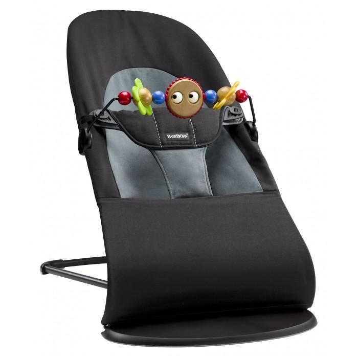 BabyBjorn Кресло-шезлонг Balance Soft + подвеска Balance для кресла-качалкиКресло-шезлонг Balance Soft + подвеска Balance для кресла-качалкиBabyBjorn Кресло-шезлонг Balance Soft + подвеска Balance для кресла-качалки  Кресло-шезлонг Balance Soft – это современная модель классической серии. Мягкая ткань, округлые формы и хорошая поддержка делают кресло- шезлонг уютным местом для ребёнка с самого рождения.  Естественное покачивание кресла-шезлонга хорошо успокаивает ребёнка. В первые месяцы малыша можно укачивать, осторожно толкая кресло-шезлонг рукой. Кто знает, может быть именно это удовольствие вызовет первую улыбку на лице вашего ребёнка.  Кресло-шезлонг Balance Soft имеет четыре положения. Рекомендуется усаживать новорожденных детей, когда кресло-шезлонг в нижнем положении. Среднее и высокое положение используются в том случае, если ребёнок, сидя в одном из этих положений, может без труда удерживать голову и спину. Превышение рекомендуемого максимального веса для этого положения не является опасным, однако функция покачивания будет затруднена.  Когда Вы используете его в качестве шезлонга, то максимальный вес ребёнка не должен превышать 9 кг.  Для каждого положения рекомендуется соблюдать максимальный вес ребёнка: Верхнее положение «Игра» – до 9 кг. Среднее положение «Отдых» – до 9 кг. Нижнее положение «Сон» – до 7 кг.  Когда Вы используете его в качестве кресла, когда ребенок самостоятельно встает и садиться, для каждого положения рекомендуется соблюдать максимальный вес ребёнка: Верхнее положение «Игра» – до 13 кг. Среднее положение «Отдых» – до 10 кг. Нижнее положение «Сон» – до 7 кг.  При транспортировке изделием пользоваться нельзя.  Материал Ткань изготовлена из 100%-го хлопка. Подкладка – 100%-ный полиэстер. Ткани, находящиеся в непосредственной близости к ребенку, протестированы и одобрены в соответствии со стандартом Oeko-Tex 100, класс 1 (5) изделий для грудных детей. Они гарантированно безопасны для чувствительной кожи малыша и не вызывают аллергию.  Ве