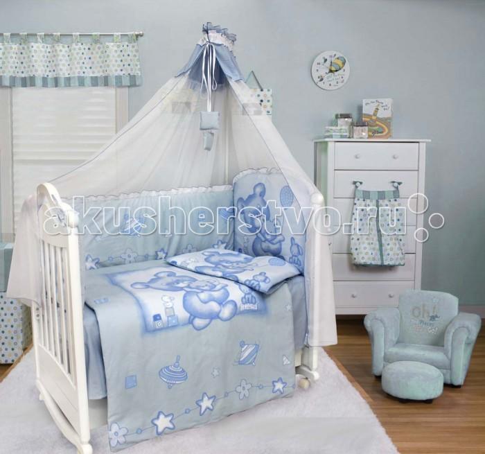 Комплект в кроватку Bombus Топтыжка (7 предметов)Топтыжка (7 предметов)Веселый мишка Топтыжка вместе с игрушками расположился на одеяльце и на бампере. Такой привлекательный рисунок порадует вашего малыша и ему будет комфортно находиться в окружении такой компании.  Комплект изготовлен из 100% хлопка(миткаль) Миткаль (100% хлопок) отличается тонкостью нити, за счет чего ткань получается легче и тоньше и поэтому одеяло легкое, почти невесомое. В качестве наполнителя используется Холлкон, он хорошо пропускает влагу, гипоаллергенный, дышащий и создает комфортный микро – климат в кроватке.  Нежный балдахин изготовленный из мягкой вуали и отделанный вставкой из ткани, создаст уют.   Комплект состоит из 7 предметов:   балдахин (вуаль) (170 см х 400 см) одеяло (98 см х 145 см) подушка (60 см х 40 см)  простыня (100 см х 150 см) пододеяльник (100 см х 148 см) наволочка (60 см х 40 см)  бампер (360 см х 40 см)<br>
