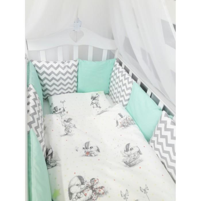 Комплект в кроватку ByTwinz Зайка (6 предметов) с бортиками-подушкамиЗайка (6 предметов) с бортиками-подушкамиКомплект в кроватку By Twinz Зайка (6 предметов) с бортиками-подушками - удобный, стильный, красивый комплект в кроватку для ваших малышей.  В комплект входит:  бортики-подушки на завязках со сьемными наволочками - 12 штук размером 30 х 30 см каждая простынь на резинке для кроватки 120 х 60 и 125 х 65 см наволочка 36 х 46 см подушка 35 х 45 см пододеяльник 105 х 145 см одеяло 100 х 140 см Комплект из 100% хлопка Наполнитель в подушках холофайбер гиппоаллергенный, экологически чистый Наполнитель в подушке детской и одеяле холофайбер.<br>