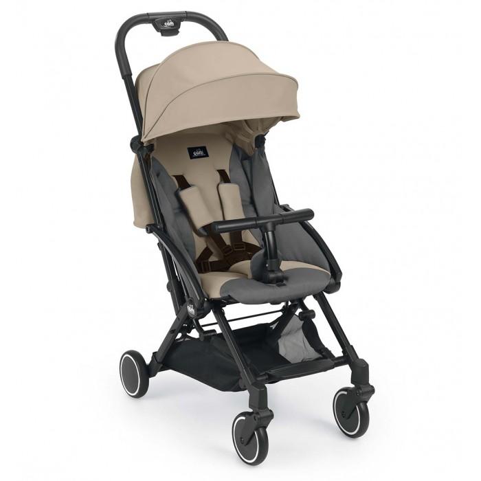Прогулочная коляска CAM CuboCuboПрогулочная коляска CAM Cubo - это стильная маневренная а также компактная коляска идеально подойдет для городских прогулок и путешествий. Предназначена коляска для тех родителей, которые ищут легкие и компактные коляски, без необходимости жертвовать последними тенденциями моды.    Особенности: Коляска, которая имеет систему суперкомпактного сложения. Просто сложите ее одной рукой, опустите вниз ручку и с легкостью переносите коляску на плече Коляска имеет Т-образный бампер, который так нравится детям. Его можно снять полностью либо опустить вниз для удобства посадки. При помощи ремешка наклон спинки легко отрегулировать до положения лежа Система амортизации всех колес обеспечит мягкость езды. А благодаря поворотной передней паре маневрировать на дорогах будет удобно. Под сидением расположена вместительная корзина. Коляску отличает модный дизайн. Она идеально подходит для путешествий регулировка наклона спинки ремешком до положения сна Складной капор, сзади имеется окошко Пятиточечный ремень Откидной или полностью съемный Т-образный бампер Облегченное алюминиевое шасси Удобная, нерегулируемая ручка с нескользящей накладкой Компактное сложение по принципу книжки одной рукой Наплечный ремень для переноски в сложенном виде Багажная тканевая корзина Педальный ножной тормоз Подвеска всех колес 4 колеса, передние поворотные.<br>