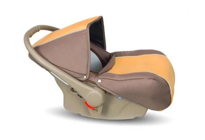 Автокресло Camarelo FigaroFigaroАвтокресло Camarelo Figaro (0-13 кг) можно установить не только в автомобиле, но и на раму коляски Camarelo Figaro, что при походах в гости или по магазинам позволит молодым родителям не брать с собой люльку, а ортопедический матрасик в автокресле проследит за правильным развитием вашего малыша. Снизу автокресло имеет закругленную форму, благодаря чему оно без труда прямо в поездке превращается в колыбельку, где уютно и комфортно, как дома.  Особенности: подходит с самого рождения и до 13 кг способ установки спиной вперед количество положений ручки: 2 автокресло оборудовано двухсекционным складывающимся и раскладывающимся капюшоном чехол на ножки малыша дополнительный вкладыш для новорожденного с функцией колыбели на полу (функция качания) удобная регулируемая ручка съемная обивка для деликатной стирки трехточечная система крепления малыша фиксация в автомобиле против хода движения, штатным ремнем или через базу Isofix (приобретается отдельно) европейский сертификат безопасности ECE R44/04 легкая установка на шасси через адаптеры (входят в комплект)<br>