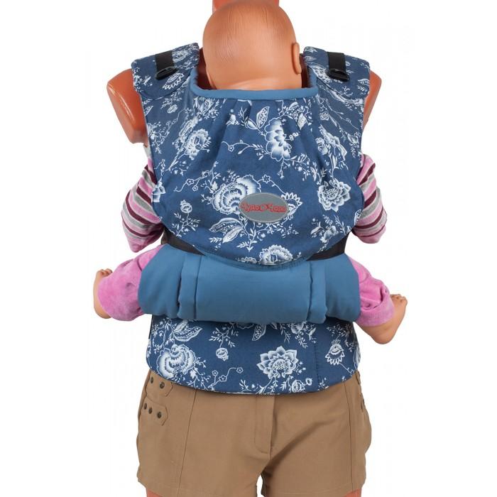 Рюкзак-кенгуру Чудо-чадо Слинг-рюкзак Бебимобиль СтильСлинг-рюкзак Бебимобиль СтильСлинг-рюкзак Бебимобиль Стиль Чудо-чадо  Инновационное решение Конструктивная особенность слинго-рюкзака Бебимобиль «Стиль - возможность носить ребенка лицом от себя. При этом не ограничивается любознательность ребенка и не провоцируется одностороннее развитие мышц. Ребенок находится на уровне глаз мамы и видит ее реакцию на происходящее вокруг, что позволяет ему чувствовать себя защищенным.  Оригинальная расцветка Сочетание однотонной и принтованной ткани в цвет выглядит очень гармонично! Огурцы и цветы – это уже становится классикой. Бордовый, бежевый и синий – каждый выберет себе по вкусу!  Комфорт+простота Эргономичный слинго-рюкзак Бебимобиль Стиль от Чудо-Чадо сочетает в себе комфорт для мамы и ребенка, простоту в использовании и модный дизайн. Плотный, но нежный на ощупь, он обеспечивает физиологичную позу ребенку с разведенными ножками. Вес ребенка при этом распределяется равномерно минимизируя нагрузку на нижние отделы позвоночника и тазобедренные суставы.  Удивительное сиденье Мы сконструировали раздвижное сиденье. Когда ребёнок сидит лицом к миру боковые части сиденья не используются. Кстати сиденье абсолютно мягкое и не будет давить даже не пухлые ножки.  Правильный пояс Пояс анатомической формы защитит спину родителей от нагрузки за счет перераспределения веса с плеч на бедра.   Надолго Идеален для переноски детей в возрасте от 4-х месяцев до 3-4 лет. В Бебимобиле «Стиль» также есть вариант ношения за спиной. Его обязательно оценят родители уже подросших малышей. Ведь за спиной их носить гораздо легче, чем на груди.   Умные детали У рюкзака есть карман для мелочей на спинке. На двух молниях – удобно залезать любой рукой. Лейбл на светоотражающем материале служит элементом безопасности. Петельки с пуговками на поясе позволяют убрать рюкзак, когда он не нужен, так он не будет мешать на поясе.  Легко уложить спать В рюкзачке удобно как усыплять ребенка, передвигаясь по дому,