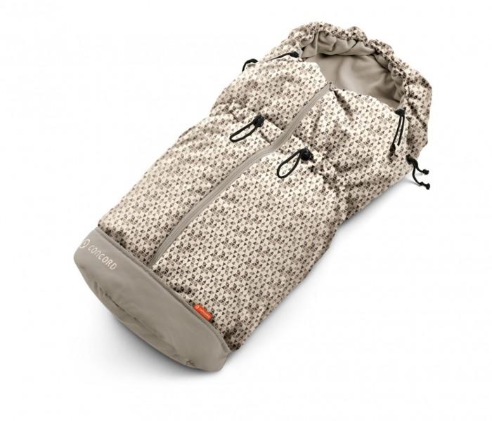 Зимний конверт Concord Hug MovingHug MovingКонверт Concord Hug Moving – это утепленный конверт для новорожденных, который подарит малышу тепло, уют и чувство защищенности. Конверт создан для коляски Concord Neo.  С помощью шнурков-завязок на капюшоне можно регулировать внутренний объем конверта, так что в зависимости от температуры воздуха его можно укутать более или менее плотно.   Конверт застегивается на молнию, открывается до самого низа, так что положить в него малыша просто и удобно.  Уход за конвертом прост, допускается машинная стирка в деликатном режиме.  Материалы: подкладка – флис, внешняя обивка – полиэстер.  Длина без капюшона - 70 см. С капюшоном - 93 см. Ширина - 50 см.<br>