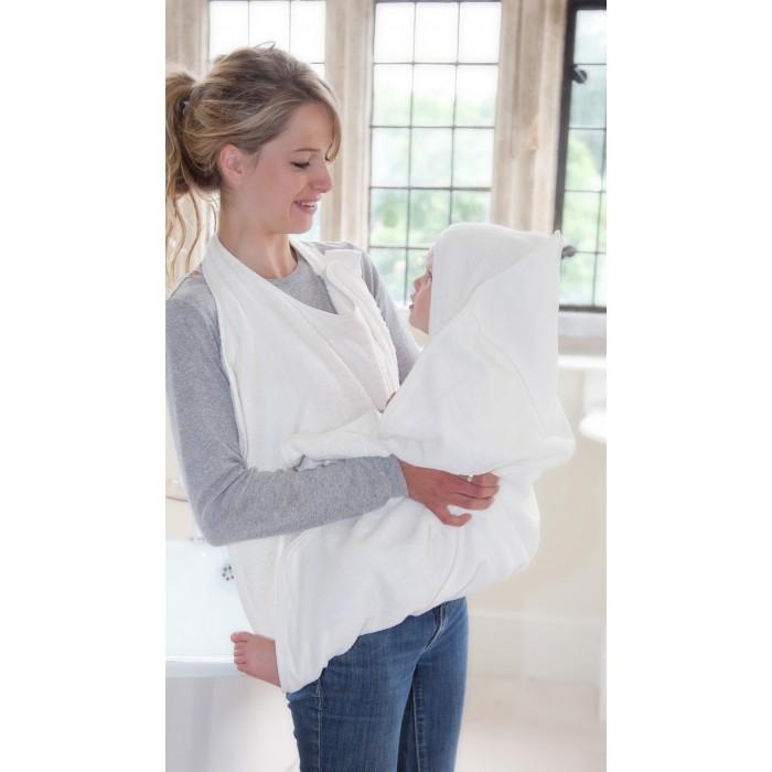 CuddleDry Простынка банная 70 х 140 смПростынка банная 70 х 140 смПолотенце-фартук Cuddeldry - уникальный продукт, который делает купание простым, безопасным и очень уютным - для вас и для вашего малыша. Полотенце CuddleDry удобно закрепляется на шее родителя, оставляя руки свободными, что позволяет вынуть ребенка из ванны и сразу обернуть теплой мягкой тканью.   Материал: органический хлопок.  Материал обладает натуральными антибактериальными свойствами, что идеально для чувствительной кожи ребенка.Уникальная двухслойная система с капюшоном - впитывает влагу с тела и волос ребенка.   Размер: 140х70 см<br>