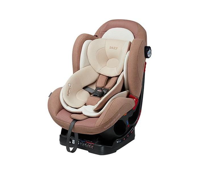 Автокресло Ducle DailyDailyАвтокресло Duckle Daily это комфортное и безопасное детское автомобильное кресло с широким функционалом и продуманной конструкцией. Автокресло разработано для перевозки детей от рождения до 6 лет, что соответствует весу в 25 килограмм.  Автокресло выделяется из общей массы тем, что обладает отличной вместительностью, удлиненными встроенными ремнями и удобным ложе. При изготовлении чехла используется натуральный органический хлопок!  Установка и крепление Автокресло DUCLE Daily устанавливается только на заднем сиденье легкового автомобиля. Предусмотрено два направления установки: для детей весом от 2,5 до 10 килограмм, автокресло устанавливается против хода движения автомобиля, для детей весом от 9 до 25, по ходу.  Крепление автокресла осуществляется при помощи штатных, трёхточечных ремней заднего сиденья автомобиля. Для предотвращения ослабевания крепящего ремня предусмотрена специальная клипса, ограничивающая смещения ремня. В качестве подсказки, на боковых панелях автокресла приклеены информационные наклейки.  Комфорт Регулируемый угол наклона кокона позволяет подобрать оптимальное положение для детей различного возраста. Всего у автокресла DUCLE Daily предусмотрено 4 положения наклона. Регулировка угла наклона осуществляется с одной кнопки на передней панели.   Максимальный угол наклона составляет 136 градусов, чего вполне достаточно для обеспечения лежачего положения при установке автокресла в положение против хода.  Для перевозки новорожденных малышей в комплекте идет специальный 3D вкладыш, который сглаживает форму дна и делает его пологим. По мере роста вкладыш вынимается, это происходит, когда малыш достигнет полугодовалого возраста. Для поддержки головы используется подушка-подголовник специальной формы.  Мягкая подкладка изготовлена и воздушной пенки, она способна принимать форму тела ребенка, обеспечивая, тем самым, высокий уровень комфорта и правильно распределяя вес.  Безопасность Встроенные ремни безопасности – пятиточечные, 