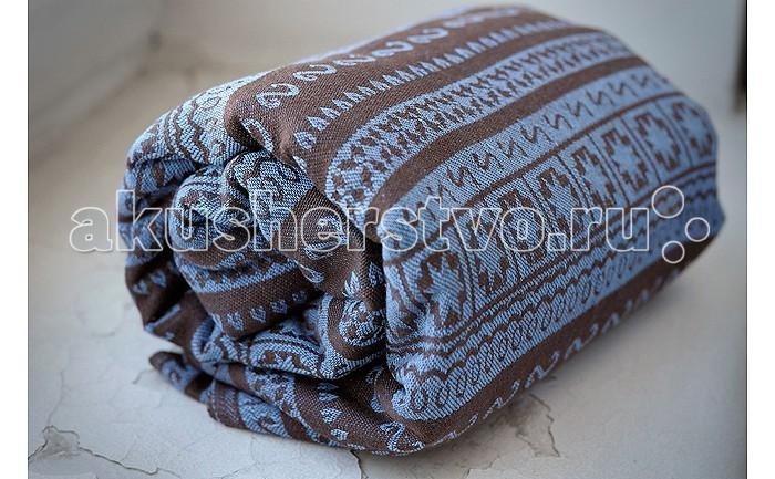 Слинг Ellevill Май-слинг Zara M (44-46)Май-слинг Zara M (44-46)Ellevill - это слинг-шарфы и слинги с кольцами из Норвегии. Разработанные на основе традиционных норвежских орнаментов и выполненные вручную, слинги быстро завоевали популярность по всему миру. Они покоряют своим прекрасным дизайном и универсальностью в носке: слинги Ellevill подходят для всех возрастов (и для новорожденных, и для подросших деток), и для всех сезонов.  Слинги Ellevill производятся вручную, из ткани, специально разработанной для ношения детей. Эта ткань - специального жаккардового диагонального плетения, она очень хорошо тянется по диагонали, но почти не тянется по вертикали и горизонтали. Она как бы обнимает малыша и обеспечивает наибольший комфорт в носке.  Май-слинг Ellevill произведен из шарфовой ткани, т.е. из ткани, созданной для слинг-шарфа Ellevill. Такой слинг более комфортен в ношении, чем май из обычной ткани. Кроме того, в нем можно носить детей от рождения (хотя для новорожденных больше рекомендуется использовать слинг-шарф). Май-слинг Ellevill снабжен подголовником, которым можно зафиксировать головку ребенка во время его сна. При помощи специальных лямок такую фиксацию можно сделать даже если ребенок находится у вас за спиной.  Единый размер, подходит для большинства родителей  Выполнен из шарфовой ткани Ellevill, состав: 100% хлопок<br>