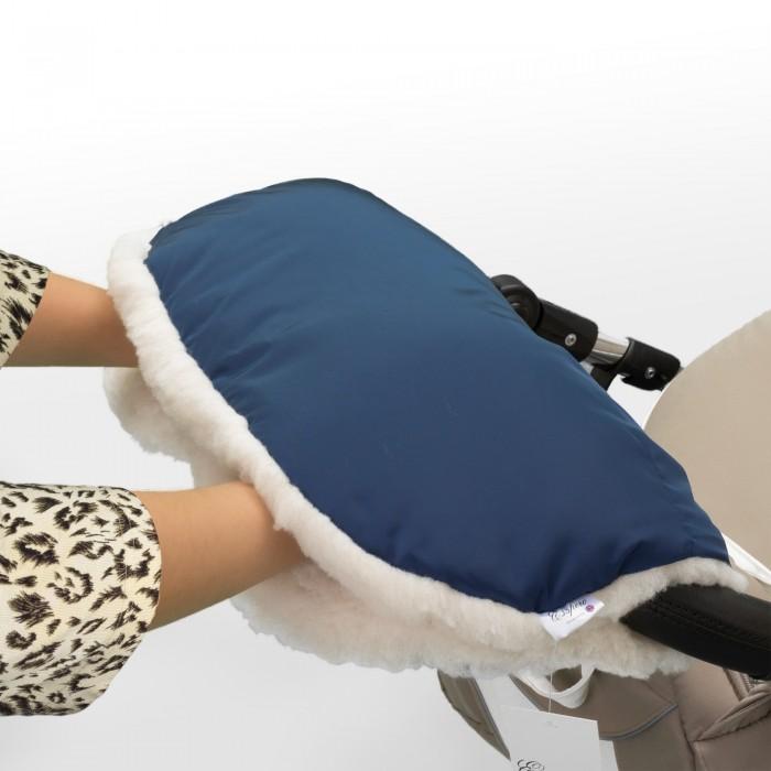 Esspero Муфта для рук на коляску Soft FurМуфта для рук на коляску Soft FurМуфта для рук Esspero Soft Fur – универсальная модель отлично подойдет для использования как в межсезонье так и в холодную зиму.   Внутри - 100% шерсть вбитая в ткань, известная своей морозостойкостью и гипоаллергенностью.   Отличное сочетания белой внутренней поверхности (100% шерсть) и нежных оттенков водонепроницаемой ткани.  Специальные резинки обеспечивают комфортное прилегание к рукам, а удобно расположенные кнопки помогут Вам менять конфигурацию муфты по Вашему желанию.   Эта модель разработана специально для тех, кто любит стиль, комфорт и простоту в использовании.   Можно стирать в машине в режиме деликатной стирки.<br>