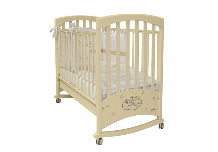 Детская кроватка Feretti Lapin Bebe DondoloLapin Bebe DondoloКровать Feretti Lapin Bebe Dondolo является прекрасным спальным местом.  Изысканный дизайн кроватки, дополненный витиеватыми узорами, придает уют. Данная модель предназначена для детей от рождения до 2-3 лет.  В ней совмещены красота и качество. Каркас деревянный, изготовленный из бука. Днище в виде ортопедической сетки, на которой расположен теплый матрас. Его можно устанавливать на два уровня. Бортики регулируются просто одной рукой и имеют силиконовые накладки для зубок малыша. Кроватка снабжена колесиками с тормозами, которые снимаются, и тогда кроватка используетя как качалку.   Детская кроватка Feretti Lapin Bebe Dondolo удобна и многофункциональна. В самом низу под днищем расположен ящик для детского белья и игрушек.  Особенности: Спальное место (дхш) - 125 х 65 см Кроватка - Материал: 100% натуральный массив бука, фанера (ящик); покрытие – нетоксичные и безопасные лаки и краски на водной основе Конструкция - Надежная и устойчивая Дно - Из натурального бука, ортопедическое, регулируемое по высоте в двух положениях Бортики - Опускающиеся, с силиконовыми накладками; безопасное расстояние между рейками боковых ограждений (6 см), уникальное соединение деревянных планок без видимых пазов соединения Ящик - Для белья и вещей ребенка, из фанеры, большой, вместительный, выдвижной (оснащен шариковыми направляющими для плавного и полного выдвижения и автодоводчиком для плотного закрытия без малейших усилий), расположен в основании кроватки Колеса - Четыре штуки, съемные, с прорезиненным покрытием, самоцентрирующиеся, два – оснащены системой стопоров, позволяют легко передвигать и блокировать кроватку, не оставляют следов и царапин на напольном покрытии<br>