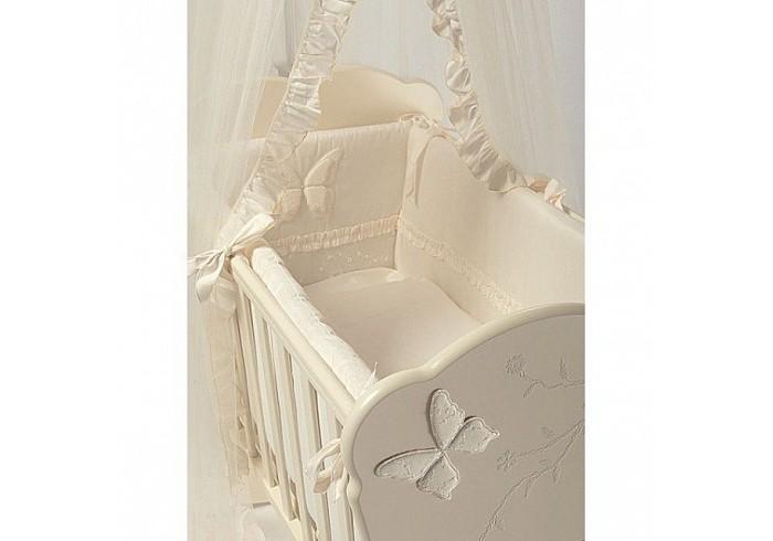 Комплект в кроватку Feretti Sestetto high Charme (6 предметов)Sestetto high Charme (6 предметов)Комплект в кроватку Feretti Sestetto high Charme (6 предметов) привлекательный внешне и практичный набор постельных принадлежностей для самых маленьких.   Включает широкий бортик для кроватки, подушку, одеяло, пододеяльник, простыню на резинке и наволочку. Наполнителем для бортика, подушки и одеяла стало специальное гипоаллергенное натуральное волокно Ingeo, получаемое из ферментированной и полимеризированной кукурузы. Этот наполнитель имеет отличные показатели теплоизоляции, поддерживая постоянную температуру во время сна.   Текстильные же элементы комплекта изготовлены из Purista - натуральной ткани с бактериостатическими свойствами (препятствует развитию бактерий между волокнами). Помимо этого, здесь был применен целый ряд инновационных технологий, упрощающих уход за бельем. Декорирован комплект изящной вышивкой, аппликацией.   В комплекте: бампер наволочка одеяло пододеяльник подушка простынь на резинке Размер наволочки (ДхШ): 40 х 60 см Размер пододеяльника (ДхШ): 135 х 100 см Размер бортиков (ДхВ): 180 х 40 см<br>