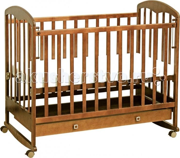 Детская кроватка Фея 325325Детская кроватка Фея 325 изготовлена из экологически чистых материалов и покрыта безопасным лаком.  Функциональная и простая кроватка из качественного сырья. Разнообразие нейтральных природных цветов делает её пригодной для любого помещения.   Для любителей поточить зубки верх стенок покрыт безопасным пластиком. Кроватка модифицируется по высоте, а разные положения передней стенки и дна позволяют малышу здесь спать, просто играть, изучая мир через ажурные стенки в первые три годика.   Простота в уходе, небольшой вес, съемные колеса дают возможность передвигать кроватку и вырастить не одного ребенка. Всё лучшее для маленьких фей!  Особенности: Кнопка-механизм опускания боковины вместительный выдвижной ящик  защитные накладки ПВХ ортопедическое основание более массивные спинки с уникальной формой царги 2 положения ложа колеса и полозья в комплекте<br>