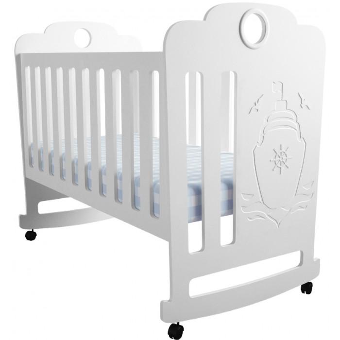 Детская кроватка Forest Морячок качалкаМорячок качалкаДетская кроватка Forest Морячок качалка с резьбой Кораблик поможет малышу радостно и интересно познавать мир, а родителей обязательно порадуют цвета, приятный дизайн и функциональность.   Регулируемое в двух положениях дно кроватки позволяет малышу проводить своё время с максимальным комфортом и является очень удобным для использованием родителями.   Особенности: Кроватка изготовлена из высококачественного, стандартизированного МДФ.  Полозья качания Реечное дно  Отсутствие острых углов и деталей Два положения ложа в кроватке для малыша до 3-х лет  Безопасная конструкция  Материал: МДФ, дерево (подматрасник). Размер спального места 120х60 Проста в сборке  Кроватку отлично дополнит комод Forest Морячок.<br>