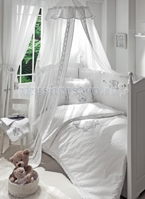 Комплект в кроватку Funnababy Lovely Bear 125х65 (5 предметов)Lovely Bear 125х65 (5 предметов)Комплект для кроватки Funnababy Lovely Bear - высококачественное белье, которое изготавливается из 100% хлопка с наполнителем: полиэстер.   Белье имеет красивый дизайн, оно украсит кроватку и подарит малышу уютный и здоровый сон.   В комплекте:  Пододеяльник - 100х130 см.  Одеяло - 100х130 см.  Бампер из 4 частей - 125х65 см.  Простынка на резинке  Наволочка - 40х60 см    Особенности:   комплект постельного белья в детскую кроватку из натурального хлопка  постельное белье подойдёт для детской кроватки размером 125х65 см  в дизайне используется авторская вышивка и декоративное шитьё  спокойные и приятные цвета ткани с забавными рисунками не будут раздражать и утомлять глазки вашего ребёнка  нежные и мягкие материалы не будут раздражать нежную кожу ребёнка и не доставят ему неудобства  постельный комплект изготовлен из натуральных и гипоаллергенных тканей, которые создают комфортные условия для спокойного сна Вашего ребёнка  для наполнения защитного бампера, одеяла и подушки используется только экологически чистый наполнитель  данный комплект имеет 4-х сторонний защитный бампер, который защищает Вашего малыша по всему периметру кроватки  простынь с резинкой, которая помогает надежно закрепить ее на матрасе  белье легко стирается в режиме деликатной стирки при температуре 30&#186;С  комплект постельного белья сертифицирован и абсолютно безопасен для новорождённого малыша   натуральный турецкий хлопок;   нежные гипоаллергенные ткани не будут раздражать даже самую чувствительную детскую кожу;   мягкие бортики для кровати подарят малышу ещё больше уюта;   удобные ленты-завязочки;   одеяло и бортики: современный и практичный наполнитель полиэстер;   съёмные чехлы бортиков;   можно стирать при температуре 30°С в бережном режиме.<br>