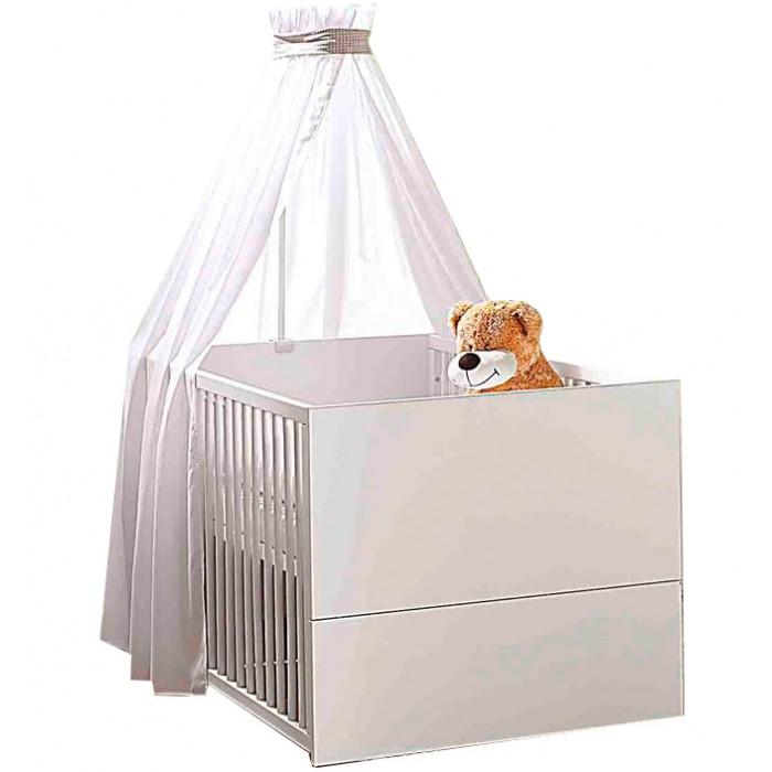 Детская кроватка Geuther Vista 1189 KBVista 1189 KBДетская кроватка Geuther Vista 1189 KB  Благодаря оптимальным размерам и трансформирующейся конструкции кроватка подойдет как новорожденным, так и дошкольникам.  Кроватка от немецких производителей Vista со съемными бортами станет ключевым элементом любой детской.   Оригинальный дизайн в сочетании с прочностью и надежностью обеспечивает детской кровати данной коллекции абсолютное признание ценителей комфорта и практичности.   Благодаря трансформирующейся конструкции, кроватка подойдет как новорожденным, так и дошкольникам. Весь секрет в том, что она меняется параллельно с взрослением вашего ребенка: когда малыш подрастет, бортики можно легко снять, и его любимая колыбель превратиться в низкую удобную кровать — почти такую, как у взрослых.   Дизайн коллекции Vista отличается простотой и изяществом — основной белый цвет замечательно сочетается с окантовкой c ярко-выраженной текстурой дуба.  В такой кроватке Ваш малыш будет видеть только самые сладкие сны!  Отличительные особенности:  Подходит детям с самого рождения Устойчивая конструкция Оптимальные размеры спального места Не имеет острых углов Легко трансформируется: решетчатые бортики быстро снимаются и кровать превращается из детской в подростковую Балдахин продается отдельно<br>