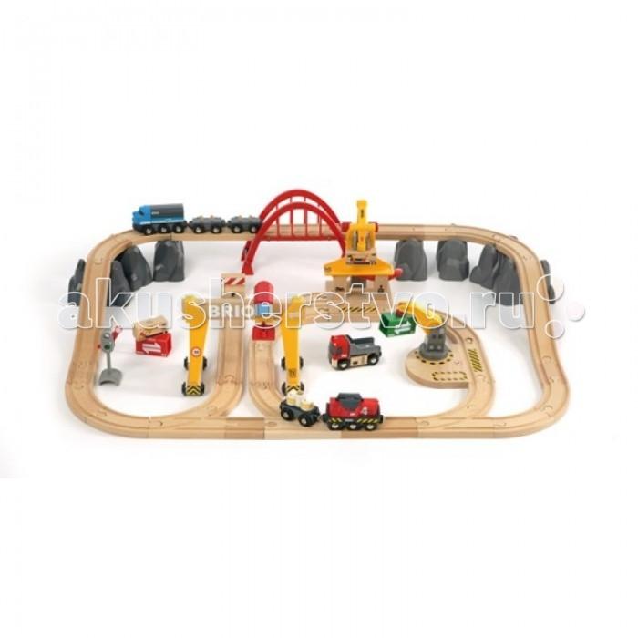 Brio Грузовая железная дорога Люкс, 54 элементаГрузовая железная дорога Люкс, 54 элементаГрузовая железная дорога Люкс, 54 элемента.  Размер площадки 81 х 56 см.   В набор входит: двухуровневое железнодорожное полотно, два грузовых состава (одни поезд на батарейках, способный самостоятельно двигаться по рельсам), грузовые вагоны с грузами, которые можно сгружать/нагружать с помощью большого мостового крана или среднего крана с магнитными держателями, светофор, стрелки, тупик, различные горы и большой арочный мост.   У поезда на батарейках может гореть прожектор и он может подавать звуковые сигналы.  Мостовой кран может перемещаться над железнодорожным полотном. Все краны способны переносить и поднимать грузы, которые прикрепляются к стреле кранов благодаря магниту.   Набор включает в себя 54 элемента и упакован в практичный пластиковый ящик с крышкой. Батарейки в комплект не входят. Необходимо: 1 шт. тип АА в поезд<br>