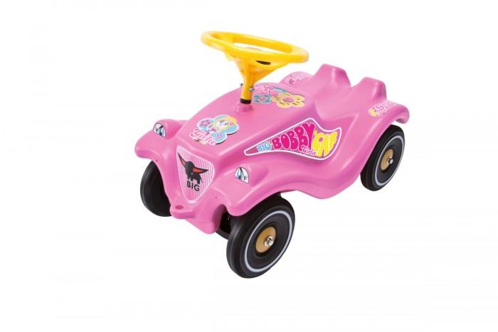 Каталка BIG Bobby Car Classic 56029Bobby Car Classic 56029Каталка BIG Bobby Car Classic - станет любимым средством передвижения юной гонщицы. Малышка сможет тренировать ножки, отталкиваясь и двигаясь вперёд и назад. Подрастая, гонщица сможет опробовать безупречное рулевое управление и особую устойчивость машинки, катаясь уже на коленках. Основные характеристики:  Эргономичный дизайн  Низкий центр тяжести для безопасного вождения  Четыре устойчивых, прочных колеса, с максимальной сцепкой с рулевым управлением  Два способа катания: отталкиваясь ножками и для более старших детей - на коленках<br>
