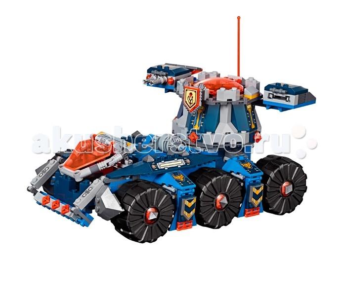 Конструктор Lego Нексо Башенный тягач АкселяНексо Башенный тягач АкселяLego Nexo Knights Нексо Башенный тягач Акселя собирается из 670 деталей, включает 4 минифигурки и 1 фигуру лавового монстра Бурнзая.  В этот раз у Нексо Рыцарей действительно большая проблема — злобный огромный монстр Бурнзай. Его внешний вид способен обратить в бегство даже самых стойких гвардейцев Найтонии: горящие глаза, острые зубы, мощные рога, да ещё и огромный молот в руке. Вторая рука представляет из себя дискомёт, стреляющий глоблинами. Но это ещё не все проблемы… Его огненное дыхание расплавляет любое обычное оружие, с которым на него нападают. Нужно что-то делать…  И вот, под барабанный бой и трубящие горны на поле битвы появляется Аксель. Какой удивительной машиной он управляет: большой шестиколёсный танк с вращающейся башней! Справа установлена спаренная пружинная пушка, слева — дискомет. Похоже, что на этот раз его энергетический топор останется без работы. С ним его верные боты в количестве аж 2 штуки! Вот один из них начал сражаться с пепельным охотником, в одной руке топор, а в другой какая-то книга. Что ж, с силой знаний не поспоришь… Подождите, Аксель явно что-то задумал. Он передал управление тягачом второму боту, а сам перебрался в башню. Смотрите, сзади упала аппарель, и башня съехала по ней, превратившись в самостоятельную боевую единицу! А в задней части тягача показалась мощная катапульта. Ну что ж, все решено, победа явно присуждается Найтонии!  В набор входят 4 Нексо силы, которые можно использовать в мобильном приложении от Lego.<br>