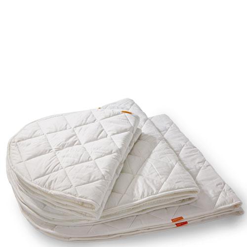 Матрас Leander Юниор стеганный 150х70Юниор стеганный 150х70Матрас стеганный Leander Baby для размера ложа 70х150 см.   Толщина изделия около 1 сантиметра, есть гипоалергенный 100% хлопчатобумажный чехол Эко-Текс 100, который возможно стирать при температуре до 60 градусов С.   Материалы: 100% хлопок Eco-Tex 100.  Наполнитель: 50% хлопок, 50% полиэстер<br>
