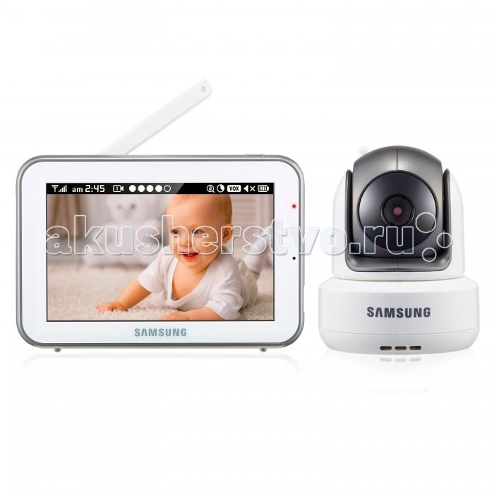 Samsung Видеоняня SEW-3043WPВидеоняня SEW-3043WPSamsung Видеоняня SEW-3043W передаёт изображение высокого качества HD 720p от детского блока на родительский на расстоянии до 300 метров. Это надёжная, стабильная и безопасная видеоняня, которая оснащена сенсорным экраном 12,7 см и поворотной камерой, управляемой с родительского блока.   Видеоняня оснащена всеми необходимыми современным родителям функциями и удобна в повседневном использовании. Современные технологии цифровой передачи данных, используемые в устройстве, обеспечивают качественную и устойчивую к помехам связь без интерференции.  Особенности: Дальность приёма до 300 метров. Диагональ дисплея 12,7 см (5 дюймов). Изображение камеры высокого качества HD 720p (разрешение 1280 x 720, эффективные пиксели H: 1280 / V: 1024). Высокое качество изображения на мониторе, разрешение 800 х 480 пикселей. Сенсорный дисплей, управление с помощью прикосновения к экрану. Удалённое управление поворотом камеры с родительского блока. Поворот камеры: 300o по горизонтали 110o по вертикали, чем обеспечивается полный обзор комнаты. Угол обзора камеры в пассивном положении 55o (обычно этого достаточно, чтобы охватить больше половины детской комнаты, зависит от места расположения). Ночник на детском блоке, управляемый с родительского блока. Двухсторонняя связь позволяет успокоить кроху на расстоянии, если он расплакался. Высокое качество звука. Чистый цифровой сигнал обеспечивает надёжную связь, которую не могут прервать работающие роутеры, микроволновая печь, домашний радиотелефон или прочие бытовые электронные приборы. Режим ночного видения включается автоматически при недостаточном освещении. Инфракрасная подсветка не видна в темноте, поэтому не мешает ребёнку. Колыбельные мелодии в памяти устройства, удалённое управление. Автоматическая активация при плаче (режим VOX для сохранения заряда аккумулятора) или постоянно включённый дисплей. Функция приближения (цифровой зум). Часы. Таймер кормления с оповещением. Индикация уровня заря
