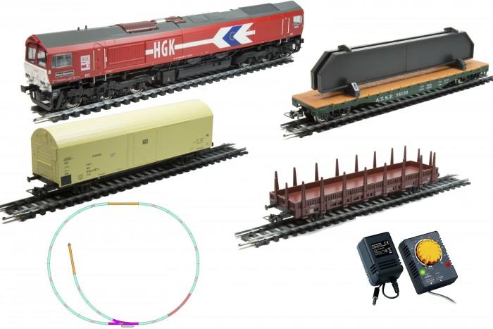 Mehano Prestige тепловоз CL77 с 3-мя вагонамиPrestige тепловоз CL77 с 3-мя вагонамиЖелезная дорога «MEHANO» - миниатюрная копия грузового состава. Мельчайшие детали паровозов, тепловозов и грузовых вагонов, каждая рельефная линия экстерьера тщательно проработаны, благодаря чему состав выглядит более чем реально. Можно вообразить, как этот состав загрузили где-то на миниатюрном перевалочном пункте, а затем он аккуратно вез свой груз по длинным разветвленным путям…    Воплотить воображаемое в действительность очень легко: при желании железнодорожное полотно можно увеличить и добавить элементы ландшафта, ведь все элементы железных дорог «MEHANO» совместимы друг с другом.    При желании, можно докупить стрелку/ перекресток и состав может двигаться на другие участки ж/д дороги.    Рельсы металлические, колеса паровозов и вагонов из металла, Очень качественная игрушка.     Характеристики железной дороги «MEHANO»:    • масштаб 1:87;    • работает от электрической сети через адаптер – 220 вольт;    • возможность изменения скорости движения;    • размер собранного железнодорожного полотна: 120 х 95 см;    • ширина колеи: 16,5 мм;    • все элементы комплекта совместимы с другими сборными моделями железной дороги «MEHANO», так что юный машинист сможет прокладывать различные маршруты, строить новые станции и придумывать неповторимый, свой собственный уникальный ландшафт.    В комплекте:    • 1 паровоз/тепловоз со светом  (Паровоз с тендером)  • 3 грузовых вагона различной конфигурации;  • 13 радиальных рельс,   • 5 прямых рельс,   • 1 стрелка   • 1 радиальных рельс/контактный    • 20 клипс/соединителей,    • сетевой адаптер;    • пульт-контроллер;    • подробная инструкциями по сборке и управлению (с иллюстрациями).<br>