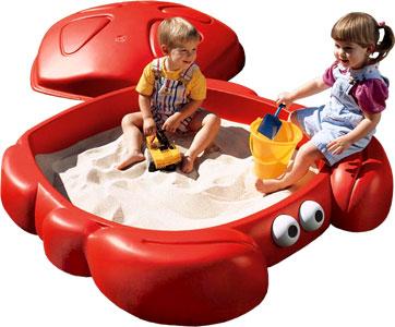 Step 2 Песочница КрабПесочница КрабДетская песочница Краб от мирового производителя детских товаров Step-2. Песочница выполнена в оригинальном стиле в виде краба. Имеется дно, а сама песочница изготовлена из прочного пластика. Малышам очень понравится этот предмет детской площадки, в нем удобно играть и строить куличики. Лапки краба могут служить как сиденье для малыша! Детская песочница Краб оснащенна крышкой, которая очень удобна при длительном отъезде или во время дождя, благодаря ей песок остается чистым и сухим!  Размер песочницы: Ширина: 120 см. Длина: 122 см. Высота: 41 см. Вес: 10 кг. Вместимость: 136 кг. песка<br>