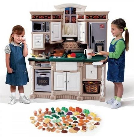 Step 2 Кухня МечтаКухня МечтаДетская пластиковая кухня Мечта компактная, высококачественная кухня, спроектированная в соответствии с современными тенденциями домашнего интерьера. Игровые кухни - дают возможность маленькой хозяюшке реализовать все свои «кухонные» мечты. Игровая кухня – имитирующая настоящую кухню, как у мамы. И пока ребёнок будет реализовывать свои детские мечты, родители смогут заняться своими делами.  Особенности: - оригинальный дизайн – имитация настоящей «взрослой» кухни - кухня оснащена микроволновой печью, духовкой, плитой, телефоном и светильниками - духовка, микроволновая печь и холодильник вносят оживление в детские игры и составляют важную часть игровых аксессуаров - многочисленные выдвижные ящики и шкафчики с различной кухонной утварью, в точности повторяющие настоящие предметы кухонного убранства - высокий кухонный стол, выполненный «под гранит» - специальные ящики с отделениями для приборов, корзина с вынимающимися фруктами и овощами - декоративный держатель для тарелок - раковина и краны - набор продуктов питания, включающий 30 аксессуаров - в духовке - специальные сковорода и кастрюля с электрическими крышками, регулирующими температурные процессы жарки и варки - при сборке требуется минимальная помощь взрослых - легко моется - прочная конструкция прослужит вашим детям долгие годы   Требуется 4 батареи питания АА и 2 ААА (не входят в комплект поставки)  Производитель: Step-2 США Материал: пластмасса Размер оборудования (ВхДхШ): 114х90х39,5см Размер упаковки: 93х75х43см Вес: 19,5кг<br>