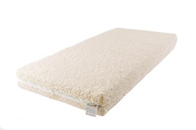 Матрас Babysleep класса Люкс BioLatex Cotton 120x60класса Люкс BioLatex Cotton 120x60Экологически чистый матрас для новорожденных двусторонней жесткости. Не имеет аналогов на российском рынке, отличается полным отсутствием в производстве клеевых материалов.  Жесткая сторона - 100% натуральный материал, кокосовая плита производства концерна ENKEV (Голландия), с полной латексной пропиткой, прочно скрепляющей кокосовые волокна, увеличивающей долговечность и придающей пружинящие свойства. Обладает естественной вентиляцией, гигиеничностью и антиаллергенностью.  Обеспечивает матрасу жесткость и долгий срок эксплуатации.  Основа матраса: блок «Naturalform», производства итальянской фабрики «GommaGomma: материал, имеющий специфическую пористую внутреннюю структуру, обладающий отличной воздухопроводимостью и гигиеничностью, отсутствием избыточной влажности и вредных микроорганизмов.   Мягкая сторона - латексная плита производства итальянской фабрики «Ecolatex». Эластичная, мягкая и гипоаллергенная, латексная пена оптимально адаптируется к форме тела и головы человека, производится из млечного сока бразильской гевеи. Это идеальный материал для здорового и естественного сна, благодаря присутствию в структуре воздушных микро-сот, сообщающихся между собой и обеспечивающих отличную внутреннюю вентиляцию, гигиеничность и поддержание стабильного температурного фона.  Уникальные двойные чехлы являются отличительной особенностью матрасов «BabySleep».   Внутренний чехол из 100 % хлопка, фиксирующий компоненты матраса, увеличивает срок эксплуатации, позволяет безопасно снимать и надевать внешний чехол, без малейшего риска деформации или нарушения состава матраса, был специально разработан для компании «BabySleep». Внешний чехол имеет трехстороннюю молнию, позволяющую максимально быстро и легко переворачивать чехол на любую сторону жесткости. Отличается повышенной комфортностью, благодаря функции «зима-лето».  Сторона «лето» - «Lino» высококачественная ткань итальянской фабрики «STELLIN