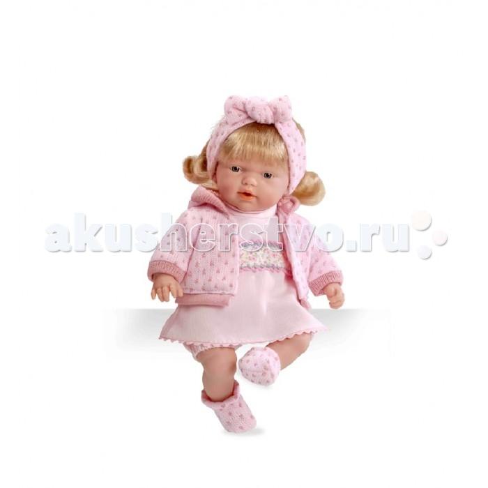 Arias Кукла Блондинка в розовой одежде 26 смКукла Блондинка в розовой одежде 26 смArias Кукла Блондинка в розовой одежде 26 см с мягконабивным телом одета в костью нежно-розового цвета, который состоит из платья, теплой кофты с капюшоном и носочков.  Особенности: Вся одежда связана вручную, ее можно снять во время игры и постирать.  Голову куклы украшает ободок с бантиком, который делает игрушку очень милой. Если нажать на животик, то кукла заплачет.  Также игрушка обладает подвижными руками и ногами, поворачивающейся головой.<br>