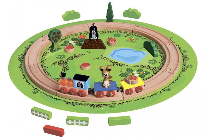 Bino Железная дорога Маленький крот 13773Железная дорога Маленький крот 13773Bino Железная дорога Маленький крот 13773 станет любимой игрушкой Вашего малыша!  Благодаря своему компактному размеру, игрушку можно брать с собой в дорогу или в гости.   В набор входит: паровоз, два вагона, фигурка мыши и крота, два дерева, две крубнички, два яблока яблоки.<br>