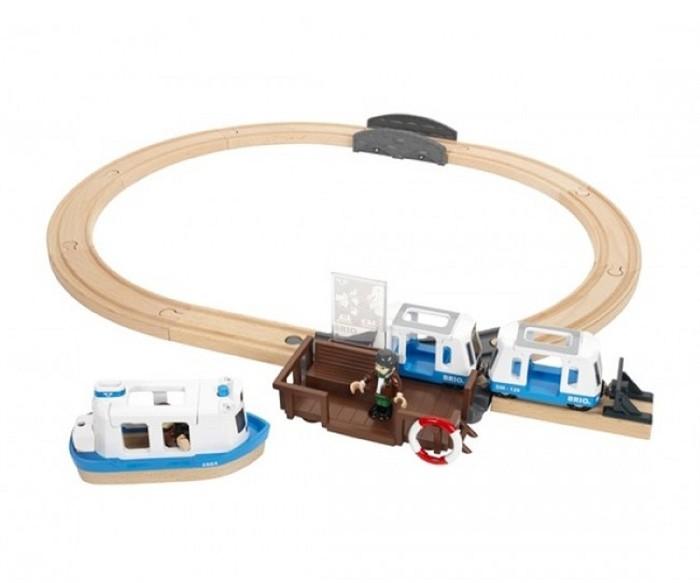 Brio Игровой набор Железная дорога с паромом и поездом (свет,звук)Игровой набор Железная дорога с паромом и поездом (свет,звук)Этот игровой набор включает два вагончика-трамвайчика и фигурки. Паром снабжен звуковыми и световыми сигналами, в том числе сигналом присоединения парома к причалу. Игровой набор станет отличным подарком вашему малышу.   Особенности:   Размеры: 39 x 29 x 12 см  Вес: 1.54 г<br>