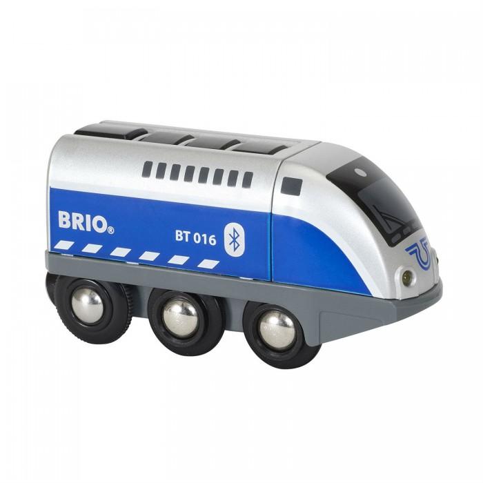 Brio Игрушечный паровозик на ИК-управлении Оскар (свет, звук)Игрушечный паровозик на ИК-управлении Оскар (свет, звук)Игрушечный паровозик Оскар от торговой марки Brio может сразу привлечь внимание юного любителя машинок. Внешний вид игрушки напоминает настоящий локомотив, выполненный в сочетании голубого и светло-серого цветов. Паровозик имеет большие колеса, которые обеспечивают хорошее сцепление с поверхностью пола и плавное бесшумное движение. Управлять паровозиком можно с помощью специального приложения, которое устанавливается на мобильный телефон. Игрушка изготовлена из пластика и оснащена аудио-визуальными эффектами.  Комплектация набора:  1 паровоз; Арр контроллер.  Особенности:   Размеры: 29 х 9 х 15 см Длина игрушки: 10.4 см<br>
