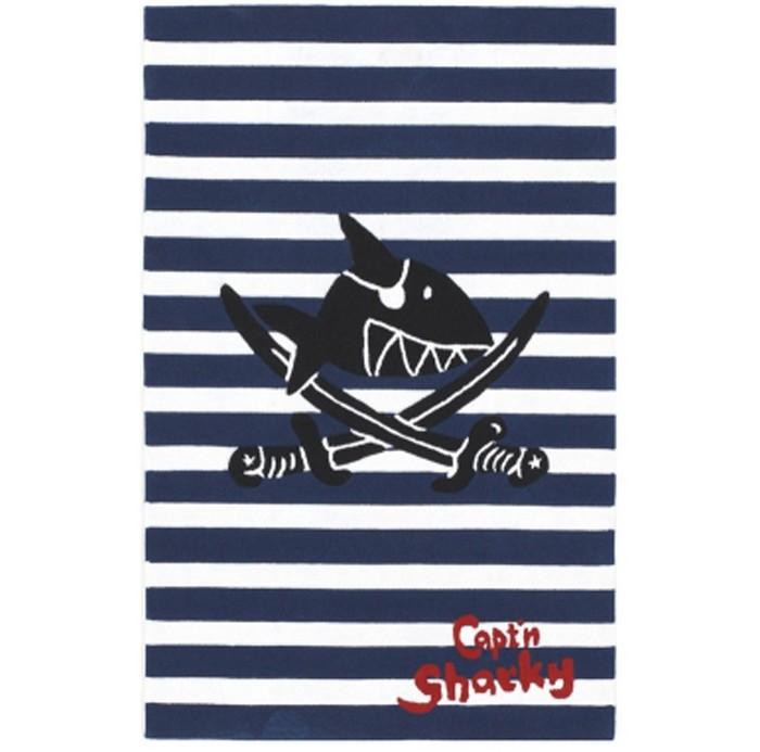 Boing Carpet Ковёр Captn Sharky 2361Ковёр Captn Sharky 2361Ковёр Captn Sharky 2361 идеально подойдет для оформления дизайна в морском стиле. Он непременно понравится мальчишкам, увлеченным пиратской тематикой.  В состав волокон, используемых при производстве ковра входит Хитозан - вещество 100% натурального происхождения, обладающее антибактериальным свойством и нейтрализующее запахи.  Высота ворса составляет 10 мм.<br>