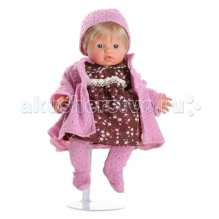 Dnenes/Carmen Gonzalez Кукла-пупс Мончи в розовом пальто 34 смКукла-пупс Мончи в розовом пальто 34 смКукла-пупс Мончи в розовом пальто - очень реалистична и похожа на настоящего малыша. Трогательное выражение лица, выразительный взгляд и симпатичный наряд Мончи привлечет любую девочку.  Кукла одета в красивое вишневое платье в мелкий цветочек и вязаное пальто. Коротенькое платьице классического фасона на кокетке. У него короткие рукава, отложной воротничок и застежка-липучка на спине. Воротник и кокетка декорированы кружевом. Пальто ярко-розовое, ажурной вязки и с длинными рукавами. В дополнение к пальто, голову куклы украшает шапочка, а на ножках ярко-розовые ажурные ползунки.  Волосы светлые, хорошо прошитые. Глаза голубые, стеклянные, без ресничек, не закрываются. Тело комбинированное: твердый винил, мягко набивные вставки. Ножки имеют форму близкую к анатомической.  Кукла не имеет запаха и обладает приятным тактильным эффектом.  Кукла Carmen Gonzalez продается в красивой подарочной коробке с прозрачным окошком.<br>