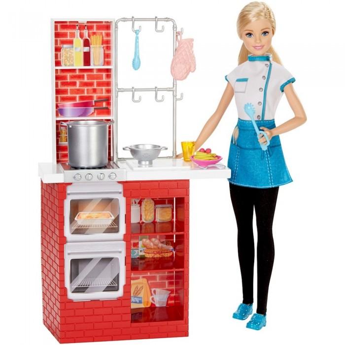 Barbie Игровой набор Шеф итальянской кухни с куклой БарбиИгровой набор Шеф итальянской кухни с куклой БарбиИгровой набор «Шеф итальянской кухни» с куклой Барби даст возможность девочке проявить себя в профессии повара.   В набор включен яркий красный кухонный гарнитур, в котором есть плита, духовка, шкафчик для продуктов, а также всевозможные крючки и посуда. Для большей реалистичности тут есть стаканчики, бутылочки с соком, блендер и пластилин, из которого можно сделать продукты.   Кукла Барби одета в стильный бело-голубой костюм повара. Ее длинные светлые волосы убраны назад в хвост, чтобы они не мешали ей во время приготовления пищи.   На ногах куклы черные лосины. Голубые туфельки отлично гармонируют с ее костюмом.   Высота куклы – 30 сантиметров.   В комплект входит: кукла, кухонный гарнитур, кастрюля, дуршлаг, пластилин, паста-машина, щипцы, прихватка, тарелка, стакан, вилка, ложка.   Игровой набор продается в коробке блистерного типа.<br>