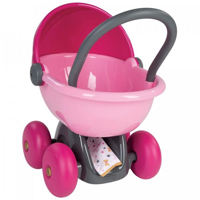 Коляска для куклы Smoby Baby Nurse 220312Baby Nurse 220312Smoby Коляска для кукол 220312  Коляска для кукол Baby Nurse от торговой марки Smoby розового цвета выглядит совсем как настоящая благодаря продуманному дизайну и качественным материалам. У коляски для игрушек 4 крупных устойчивых колеса, а также люлька, отличающаяся достаточной вместительностью для того, чтобы возить в ней куклу любого размера.  Уложив игрушечного ребенка внутрь, можно прикрыть его при помощи накидки, входящей в комплект. Благодаря удобной ручке девочке будет комфортно возить коляску как в домашних, так и в уличных условиях.  Размер коляски: 35 х 52 х 56 см. Подходит для кукол: до 42 см.<br>