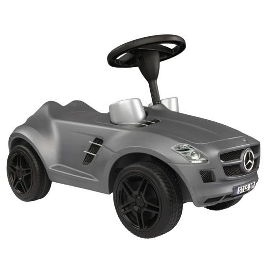 Каталка BIG Bobby-Benz SLS AMGBobby-Benz SLS AMGМашинка Big-Bobby Benz SLS AMG выглядит по-настоящему стильно - корпус изготовлен из прочного блестящего пластика и в точности повторяет очертания настоящей модели Мерседес Benz SLS AMG.  Каталка может перемещаться как по ровным, так и по ухабистым поверхностям, благодаря большим широким колёсам. Она имеет спортивное рулевое колесо со звуковым сигналом, удобное сидение, широкие устойчивые колеса, отличительные знаки Mercedes Benz, на приборной доске встроены настоящие спидометр и тахометр. Играть с такой игрушкой малышу будет и интересно, и полезно.  Машинка-каталка Big-Bobby Benz SLS AMG лучше всего подходит для малышей, которые только недавно начали ходить. Машинка побуждает ребят к движению, способствует развитию их координации, логики, мышления и воображения.  Максимальная нагрузка: 35 кг Размеры машинки: 70 см x 31 см x 43 см Материал: высококачественная пластмасса, металл Вес: около 4000 гр<br>