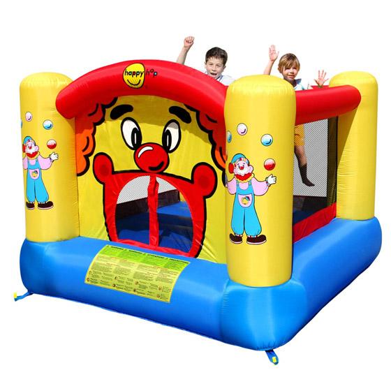 Happy Hop Надувной батут Веселый клоун 9001Надувной батут Веселый клоун 9001Надувной батут Happy Hop Веселый Клоун 9001 - игровая модель для детей любого возраста. Установить можно как на детской площадке общего пользования, так и на собственном дачном участке.   Технические характеристики:  Габариты модели: 225 x 225 x 175 см Высота основания: 40 см  Размеры батута: 225 x 225 см Размеры прыжковой поверхности: 155 x 150 см  Высота защитной сетки-ограждения: 120 см Допустимая нагрузка: 91 кг  Допустимое количество детей: 2.  Прочность батута Прочность батута на растяжение - до 136 кг Прочность на разрыв - до 14 кг Прочность на соединение - до 27 кг  Изделие выдерживает широкий диапазон температур: от –10 до +40 °C   Материал надувного батута  Прыжковая поверхность: ПВХ ламинированный (laminated PVC) Поверхность батута: ламинированная ткань Оксфорд  Застежки: лавсан  Крепеж к земле: пластмасса.  Насос батута высокого качества, безопасен при использовании и безвреден для окружающей среды.  Насос можно использовать при температуре от -15 до + 40 °C.  Оснащен устройством защиты.   При возникновении в насосе короткого замыкания или при прочих возникших проблемах при его эксплуатации, он немедленно выключается, тем самым обеспечивает безопасность пользователю надувного батута. Насос отвечает экологическим стандартам ЕС, а также имеет сертификат безопасности GS.<br>