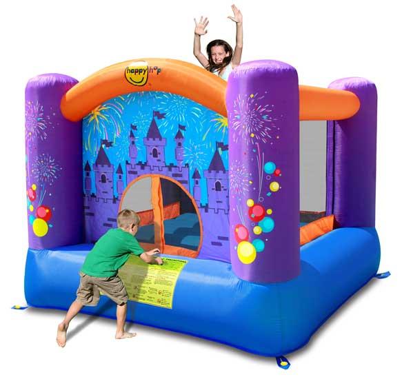 Happy Hop Надувной батут Фейерверк 9001FНадувной батут Фейерверк 9001FНадувной батут Happy Hop Фейерверк 9001F - игровая модель для детей любого возраста. Установить можно как на детской площадке общего пользования, так и на собственном дачном участке.   Конструкция надувного батута выдерживает любые перепады температур, однако в холодное время года лучше перенести ее в помещение. Яркий надувной батут без труда поместится не только в игровой комнате детского сада, но и в комнате ребенка в квартире или в частном доме.  Технические характеристики:  Габариты модели: 225 x 225 x 175 см Высота основания: 40 см  Размеры батута: 219 x 214 см  Размеры прыжковой поверхности: 154 x 149 см  Высота защитной сетки-ограждения: 95 см  Допустимая нагрузка: 90 кг  Допустимое количество детей: 2.  Прочность батута Прочность батута на растяжение - до 136 кг Прочность на разрыв - до 14 кг Прочность на соединение - до 27 кг  Изделие выдерживает широкий диапазон температур: от –10 до +40 °C   Материал надувного батута  Прыжковая поверхность: ПВХ ламинированный(laminated PVC) Поверхность батута: ламинированная ткань Оксфорд  Застежки: лавсан  Крепеж к земле: пластмасса.  Насос батута высокого качества, безопасен при использовании и безвреден для окружающей среды. Насос можно использовать при температуре от -15 до + 40 °C. Помимо этого, он оснащен устройством защиты.   При возникновении в насосе короткого замыкания или при прочих возникших проблемах при его эксплуатации, он немедленно выключается, тем самым обеспечивает безопасность пользователю надувного батута. Насос отвечает экологическим стандартам ЕС, а также имеет сертификат безопасности GS.<br>