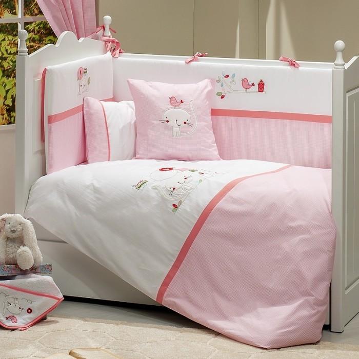 Комплект в кроватку Funnababy Tweet Home 120x60 (5 предметов)Tweet Home 120x60 (5 предметов)Комплект для кроватки Funnababy Tweet Home - высококачественное белье, которое изготавливается из 100% хлопка.   В комплекте:  Пододеяльник - 100х130 см.  Одеяло - 100х130 см.  Бампер из 4 частей на 120х60 см.  Простынка на резинке 120х60 см.  Наволочка - 40х60 см.   Особенности:   комплект постельного белья в детскую кроватку из натурального хлопка  постельное белье подойдёт для детской кроватки размером 120х60 см  в дизайне используется авторская вышивка и декоративное шитьё  спокойные и приятные цвета ткани с забавными рисунками не будут раздражать и утомлять глазки вашего ребёнка  нежные и мягкие материалы не будут раздражать нежную кожу ребёнка и не доставят ему неудобства  постельный комплект изготовлен из натуральных и гипоаллергенных тканей, которые создают комфортные условия для спокойного сна Вашего ребёнка  для наполнения защитного бампера, одеяла и подушки используется только экологически чистый наполнитель  данный комплект имеет 4-х сторонний защитный бампер, который защищает Вашего малыша по всему периметру кроватки  простынь с резинкой, которая помогает надежно закрепить ее на матрасе  белье легко стирается в режиме деликатной стирки при температуре 30&#186;С  комплект постельного белья сертифицирован и абсолютно безопасен для новорождённого малыша<br>