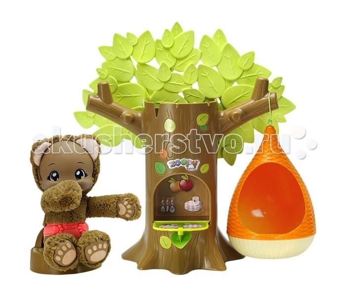 Zoopy Игровой набор Дерево с гнездом и мишкой (свет, звук)Игровой набор Дерево с гнездом и мишкой (свет, звук)Игровой набор Zoopy - Дерево с гнездом и мишкой (свет, звук)  Линейка плюшевых питомцев Zoopy со звуком (от Baobab). Малыши сосут пальчик, издают 5 звуков, их лапки светятся в темноте. Звуковой чип полностью вынимается, поэтому игрушку можно стирать на руках.   Питомца можно укладывать спать и укачивать в гамаке. Дизайн разработан во Франции совместно с европейским специалистом по детскому развитию. Изготовитель Испания.   Высокое европейское качество со всеми европейскими сертификатами.<br>